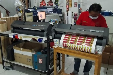 Jasa Cetak Sticker RONIta Digital Printing
